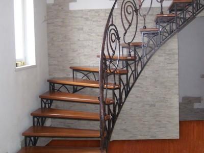 Деревянная лестница ДЛМ08