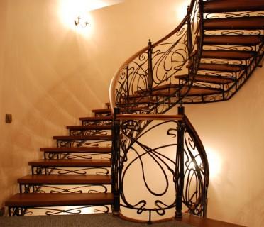 Кованая лестница КЛ07