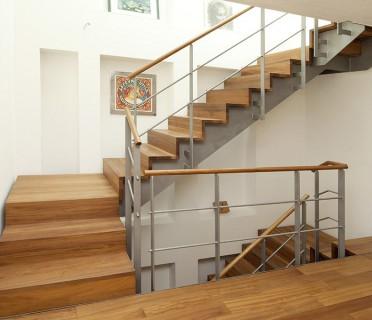 Деревянная лестница ДЛМ04